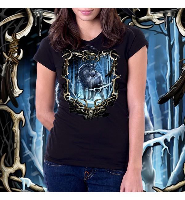 3Д женская футболка Волк в лесу